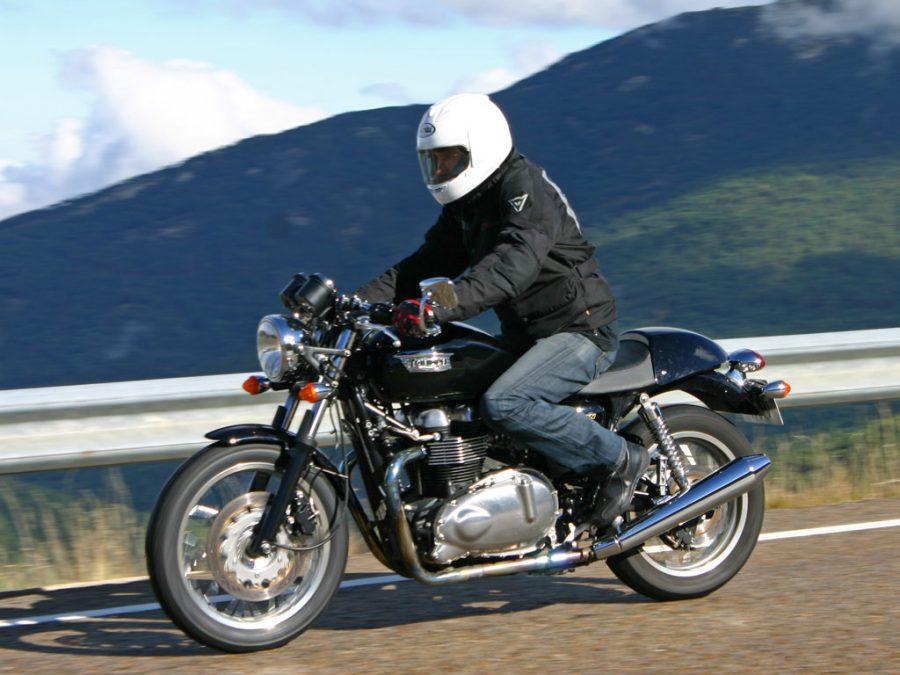 Foto 02 Triumph Thruxton 900