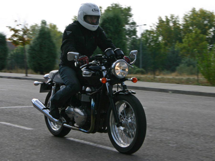 Foto 04 Triumph Thruxton 900