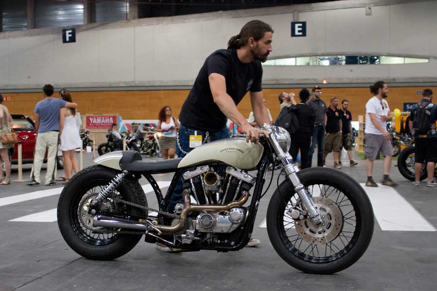 Moto de Old Custom Flames