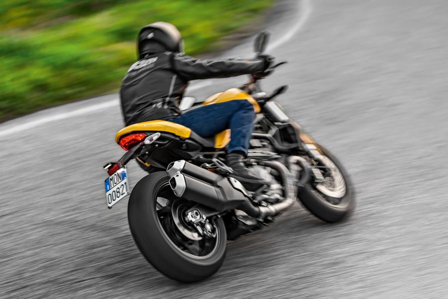 Foto 08 Ducati Monster 821