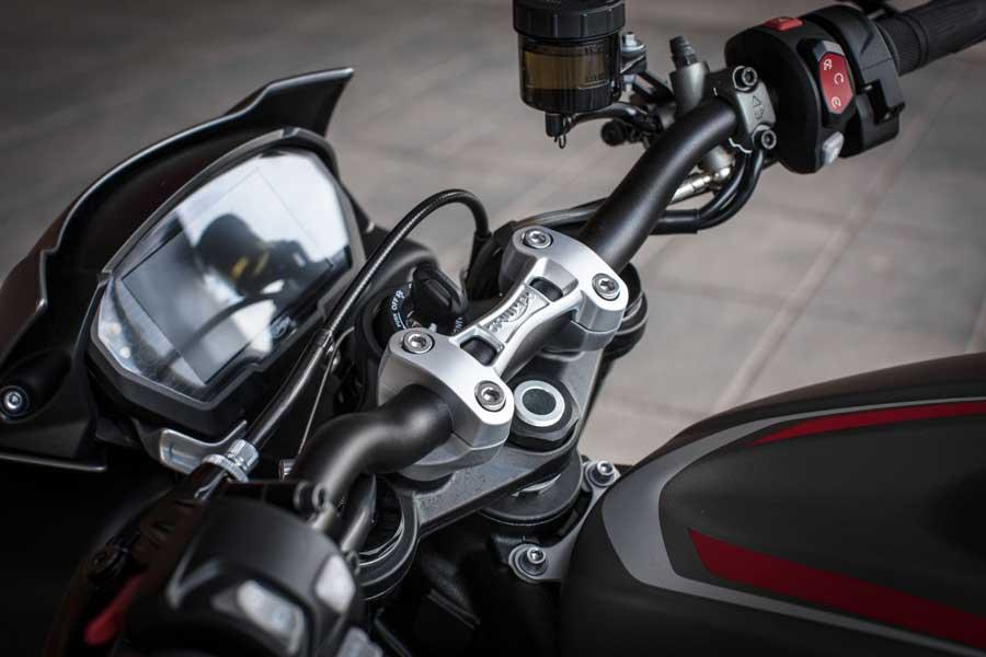 Foto 08 Triumph Street Triple RS