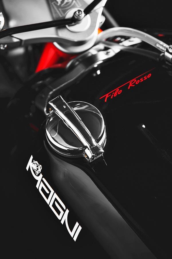 Foto 06 Magni Filo Rosso Black Edition