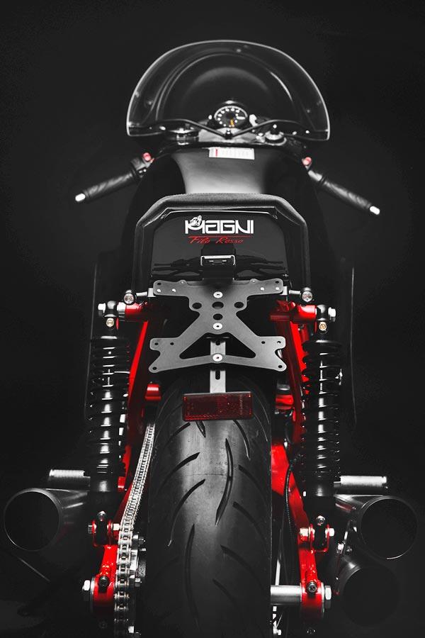 Foto 08 Magni Filo Rosso Black Edition