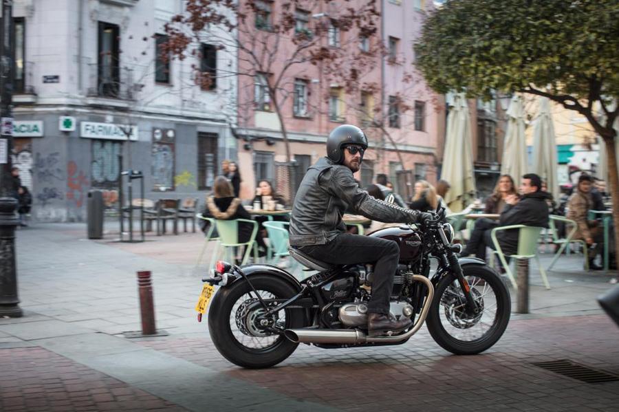 Foto 06 Triumph Bonneville Bobber