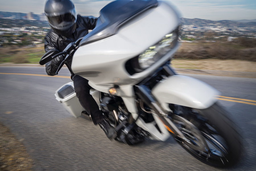 Foto 01 Harley Davidson CVO Road Glide