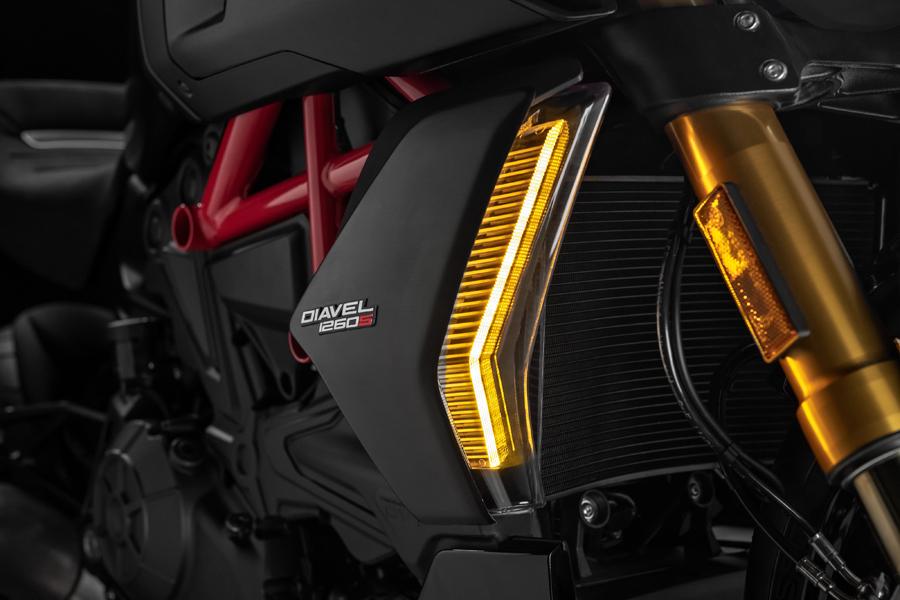 Foto 02 Ducati Diavel 1260S