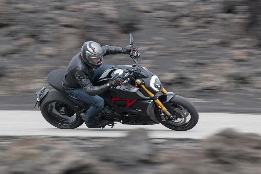 Foto 05 Ducati Diavel 1260S