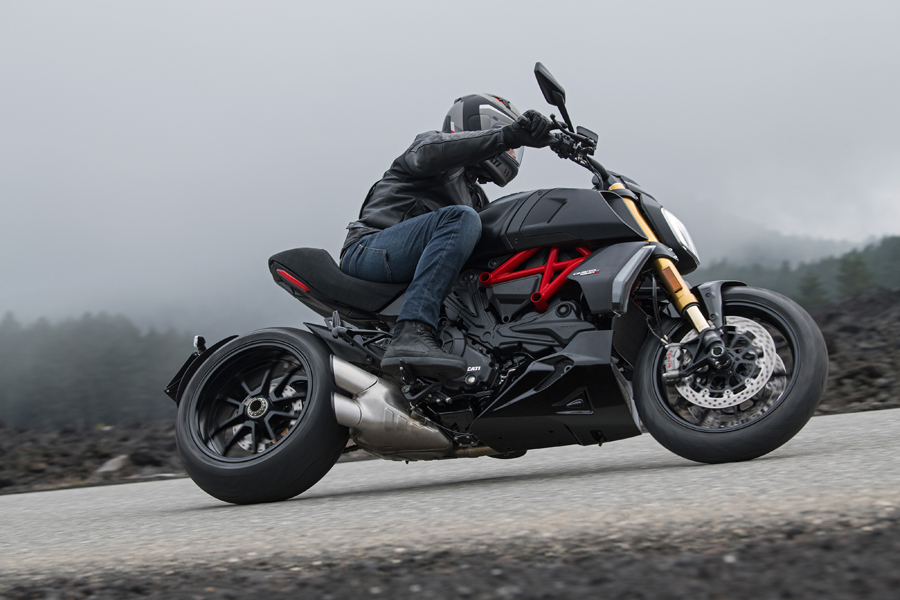 Foto 08 Ducati Diavel 1260S