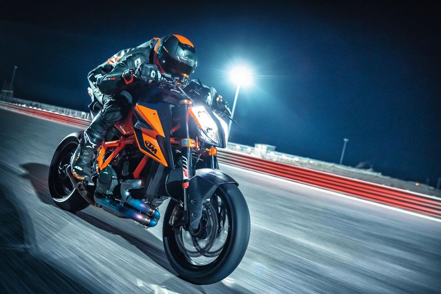 Foto 05 KTM 1290 Super Duke R 2021