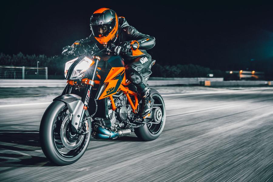 Foto 08 KTM 1290 Super Duke R 2021